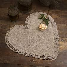 tappeto bagno a forma di cuore shabby chic 3 volant colore tortora 65x68