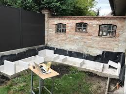 outdoorküche aufstellen der ersten ytong steinreihe