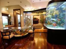 wohnen aquarium wohnzimmer mit aquarium esstisch und die