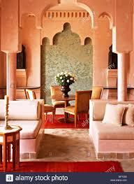 marokkanische terrakotta wohnzimmer essbereich hohen