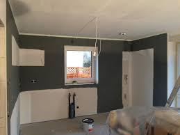 wände grau gestrichen in der küche küche und wohnzimmer