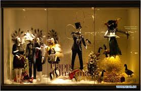 This Dolce And Gabbana Window Display Sets A Clear Christmas Theme We Can See As It Has Lots Of Use Gold Black With Slight Hints Red