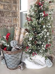 Outdoor Christmas Decorating Ideas Front Porch by 25 Unique Outside Christmas Decorations Ideas On Pinterest