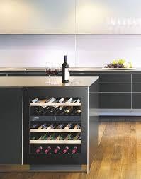 vin cuisine une cave à vin pas encombrante pour une cuisine côté maison