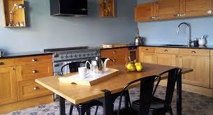table de cuisine ancienne en bois relooker une cuisine rustique en moderne rnover une cuisine