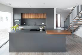 graue designküche mit nussbaum massivholz nr küchen
