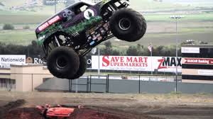Grave Digger! Monster Truck Mayhem - YouTube
