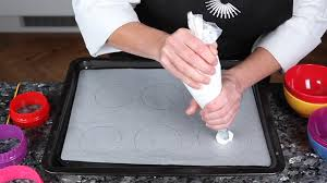 Christmas Tree Meringues Uk by How To Pipe Circles For Baking Meringues Great British Chefs