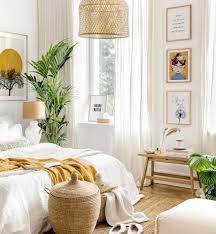 helle gelbe bilderwand frida kahlo bilder schlafzimmer ideen eichenrahmen