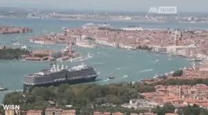 Cruise Ship Sinking Italy by Venice Tourism Sinking Venice See Venice Italy Before It Sinks