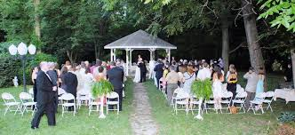 Attractive Small Backyard Wedding Ideas To Save The Budget