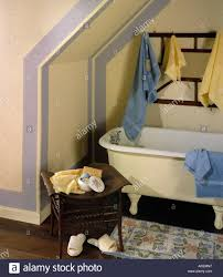 innenliegendes zimmer bad badezimmer bereich antikes klaue