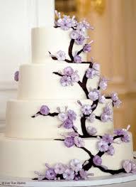 Weddbook ♥ Chic Wedding Cakes with edible purple flowers Summer or spring wedding cake idea purple lavender fondant