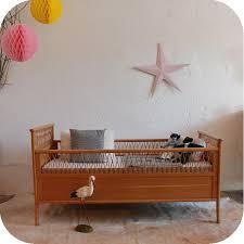 chambre bébé bois lit bébé vintage bois et rotin ées 50 ées 60 atelier du