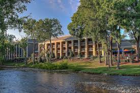 Christmas Tree Inn Pigeon Forge Tn by 5 Reasons The Inn On The River Is The Best Place To Stay In Pigeon