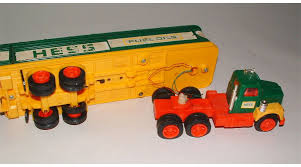 1970S HESS SEMI TRUCK AND TRAILER TOY SET