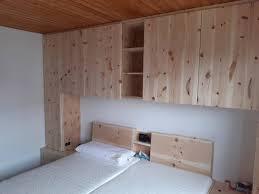 zirbenholz im schlafzimmer