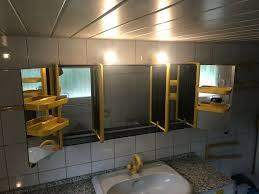 spiegelschrank mit gelben korpuselementen sehr groß