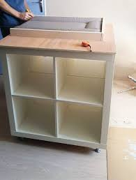 un meuble à langer avec du rangement bidouilles ikea