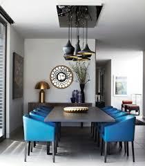 wohnideen esszimmer retro einrichtung blaue stühle wand