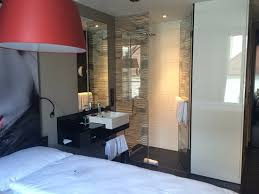 offene dusche und waschbecken bild légère hotel