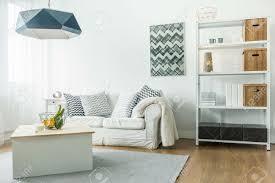 kleines wohnzimmer minimalistisch einrichten caseconrad