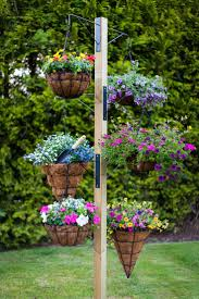 Patio Plant Stand Uk by Best 25 Hanging Basket Stand Ideas On Pinterest Landscaping