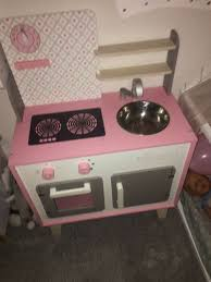 kinderküche macaron janod rosa holz weiß grau wie neu