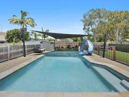 100 Currimundi Beach Large Modern Beach House For 10 Guests
