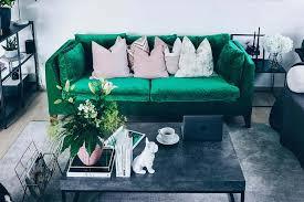 wohnzimmer gruen sofa industrial chic modern einrichten