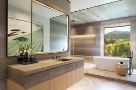 75 badezimmer mit mineralwerkstoff waschtisch und holzdecke
