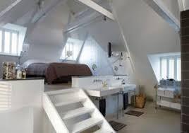 wow so ein schönes schlafzimmer mit dem bett auf einem