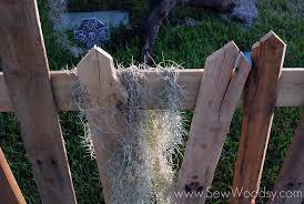 Halloween Cemetery Fence by 18 Cool Pallet Wood Halloween Decoration Ideas