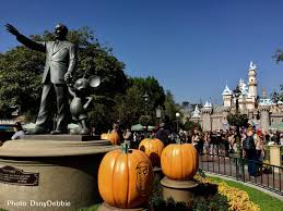 When Does Disneyland Remove Christmas Decorations by Micechat Disneyland Resort Features When Two Holidays Collide