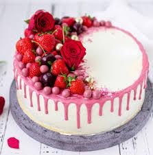 waldfruchttorte mit rosa ruby schokolade eine sommerliche