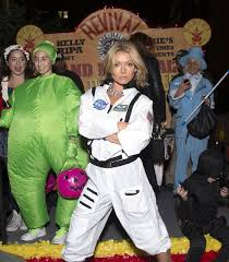 Nyc Halloween Parade Route 2013 by Heidi Klum Wins Halloween Again As Stunning Old Woman Today Com