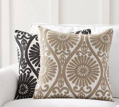 5 ways to use pillows for a seasonal pop of color