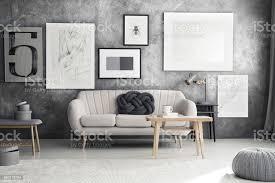 graues sofa im wohnzimmer stockfoto und mehr bilder astloch