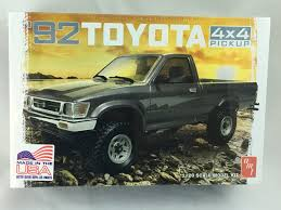 1/20 AMT 1992 Toyota 4X4 Pickup Model Kit - 1082