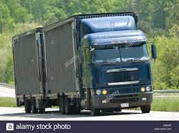 100 Semi Truck Trailers With Dual Stock Photo 89258946 Alamy
