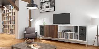 modern gestaltetes wohnzimmer mit maßgefertigtem tv