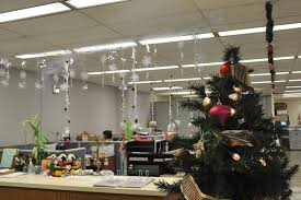 Cubicle Decoration Ideas For Christmas by Holiday Office Decorations 101 Thrifty Blog