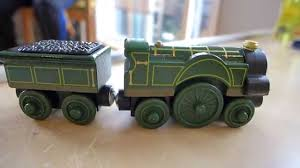 Tidmouth Sheds Wooden Ebay by Thomas Wooden Railway Toys Unwrapping And Playing With Emily 機関