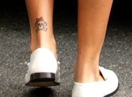 The Cute And Kinda Girly Skull Tattoo On Rihannas Left Ankle Is One Of Few Rihanna Tattoos Has Containing Color It Was Done During Her Miami Stay In
