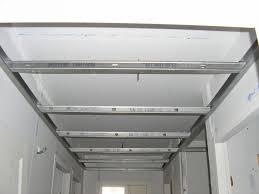 pose rail placo plafond poser un faux plafond sur rail isolation idées