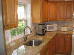 Kitchen Backsplash With Oak Cabinets by Best 25 Honey Oak Cabinets Ideas On Pinterest Painting Honey