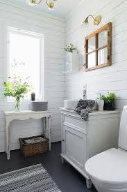 kleines badezimmer im landhausstil mit bild kaufen