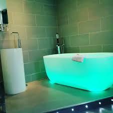 bad gestalten zeitgemäße stilmittel für das moderne bad