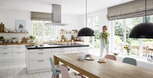 die moderne landhausküche als behaglicher wohnmittelpunkt