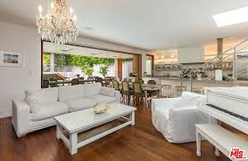100 Pam Anderson House Ela Malibu Home Rent It For 50K Money